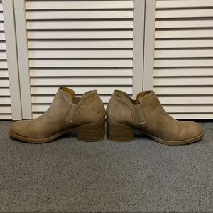 Charlotte Russe Bootie Size 8